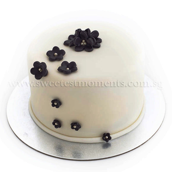 CWR01 Beauteous Sweetest Moments Wedding Cake Fondant