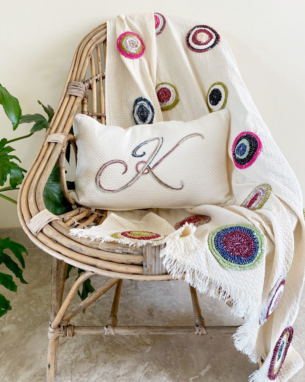 Circular twine throw + Personalised cushion - Auruhfy India