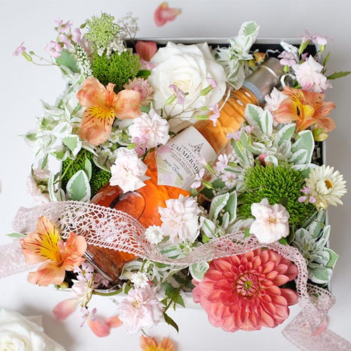 Flowers Box with a touch of French Rosé - Florii Flower Studio