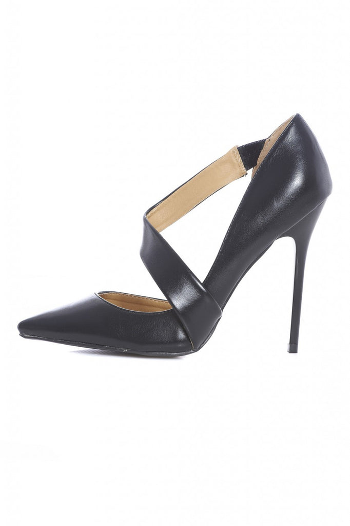 Cross Over Court Pointy Heeled Shoe