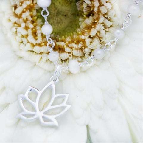 Necklace Mother pearl lotus