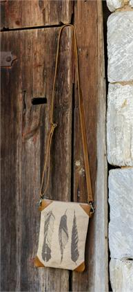 3 FEATHERS CROSSBODY BAG