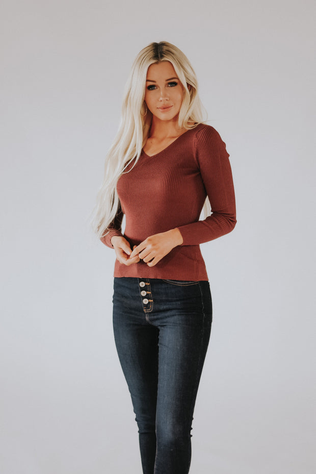 Chrissy Ribbed Sweater Top in Marsala