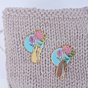 Bouquet - Knitting Enamel Pin