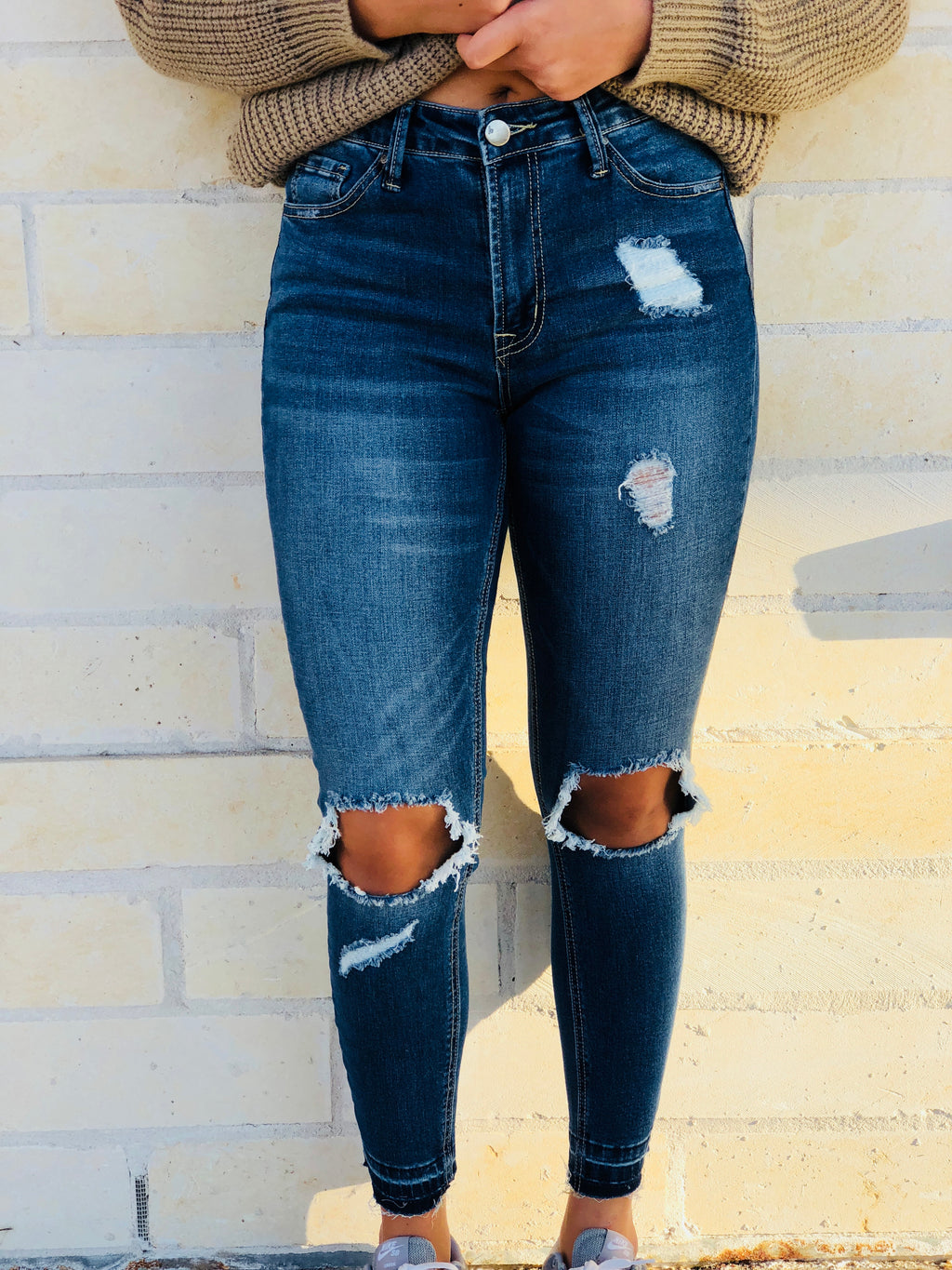 The Mia Jeans - Distressed