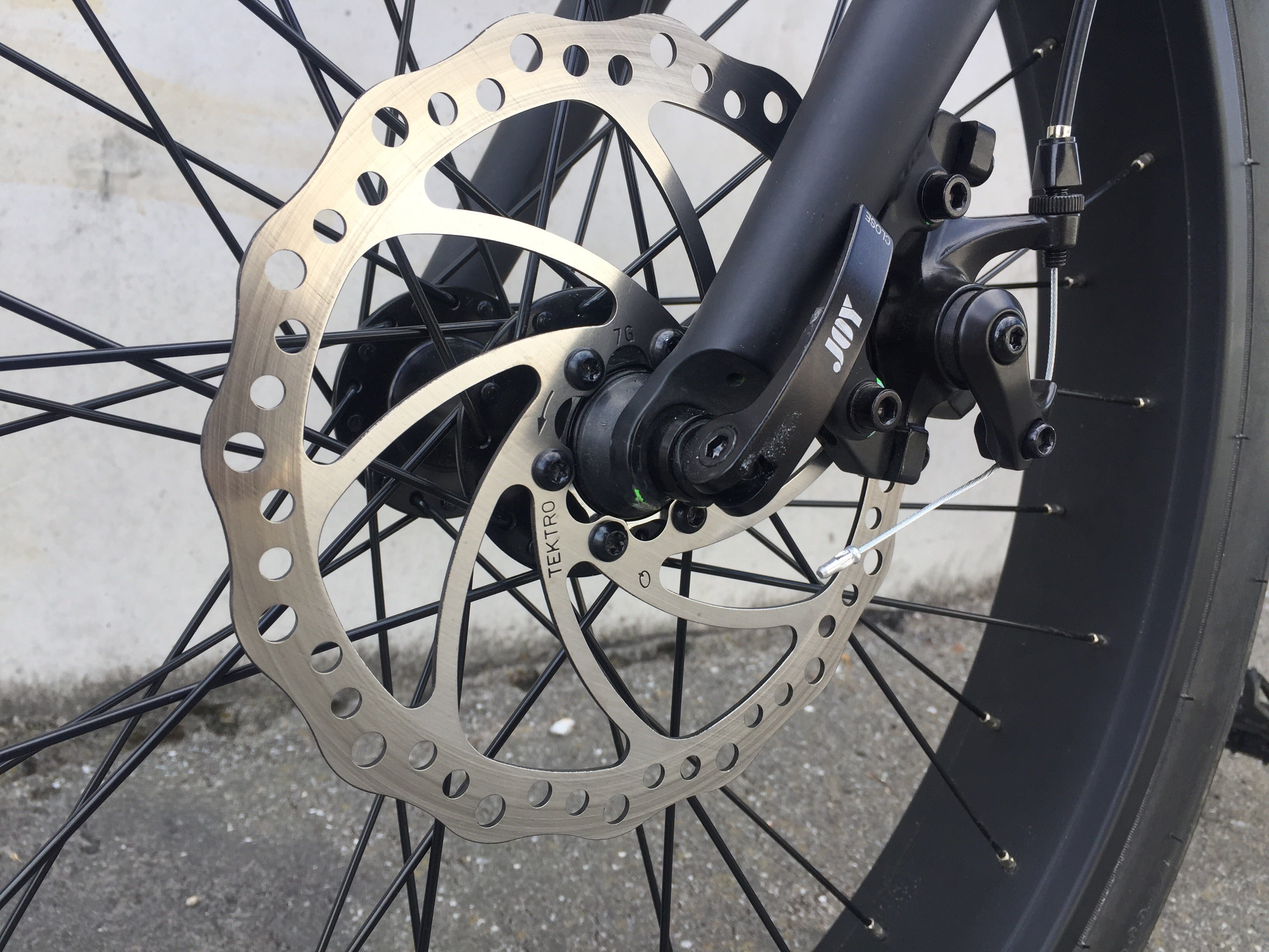 Anticus Electric bike trekro brakes