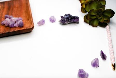 gemstones vs crystals