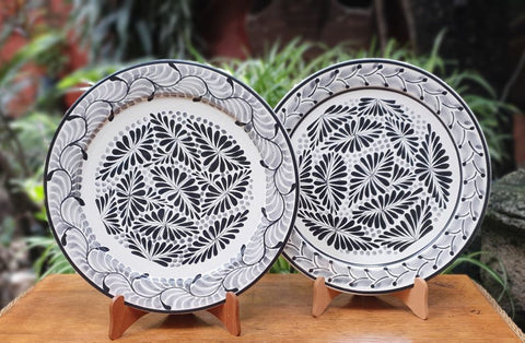mexican-plates-black-and-white-flower-design-mayolica-gorky