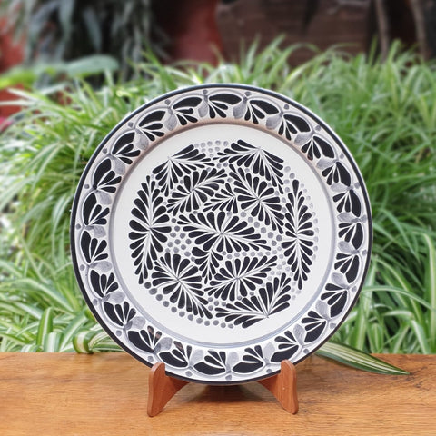 Black Forest II-Plates-Ceramics-Handmade-Hand Painted-Mexican Pottery-Gorky Pottery-Tradicional-Decoration-Kitchen-Table Top-Table Settings-Tebale Set UP-Eat Different-Cooking with Style-Mexican Table-Cook Different