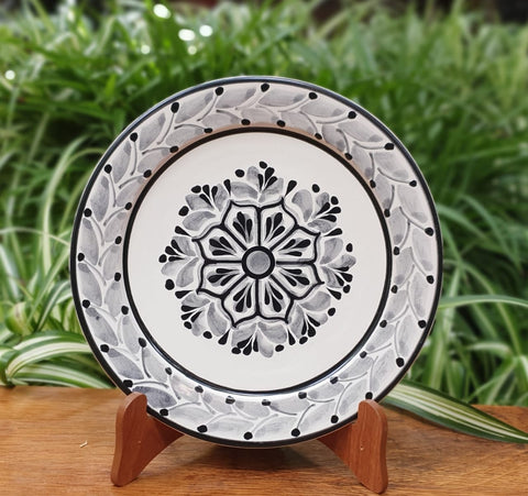 Flower Plates-Cooking-Ceramics-Handmade-Hand Painted-Mexican Pottery-Gorky Pottery-Tradicional-Decoration-Kitchen-Table Top- Table Settings- Tebale Set UP- Eat Different-Cooking with Style