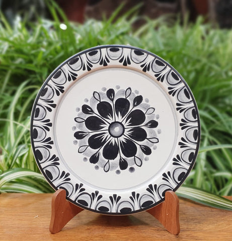 Flower Plates-Cooking-Ceramics-Handmade-Hand Painted-Mexican Pottery-Gorky Pottery-Tradicional-Decoration-Kitchen-Table Top- Table Settings- Tebale Set UP- Eat Different-Cooking with Style-Mexican Table