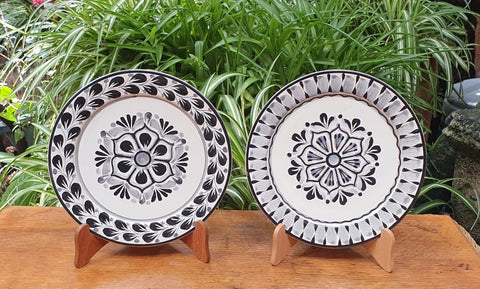 Flower Plates-Cooking-Ceramics-Handmade-Hand Painted-Mexican Pottery-Gorky Pottery-Tradicional-Decoration-Kitchen-Table Top- Table Settings- Tebale Set UP- Eat Different-Cooking with Style-Mexican Table-Cook Different
