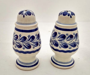 Spinning Salt and Pepper Shaker Set Blue Colors