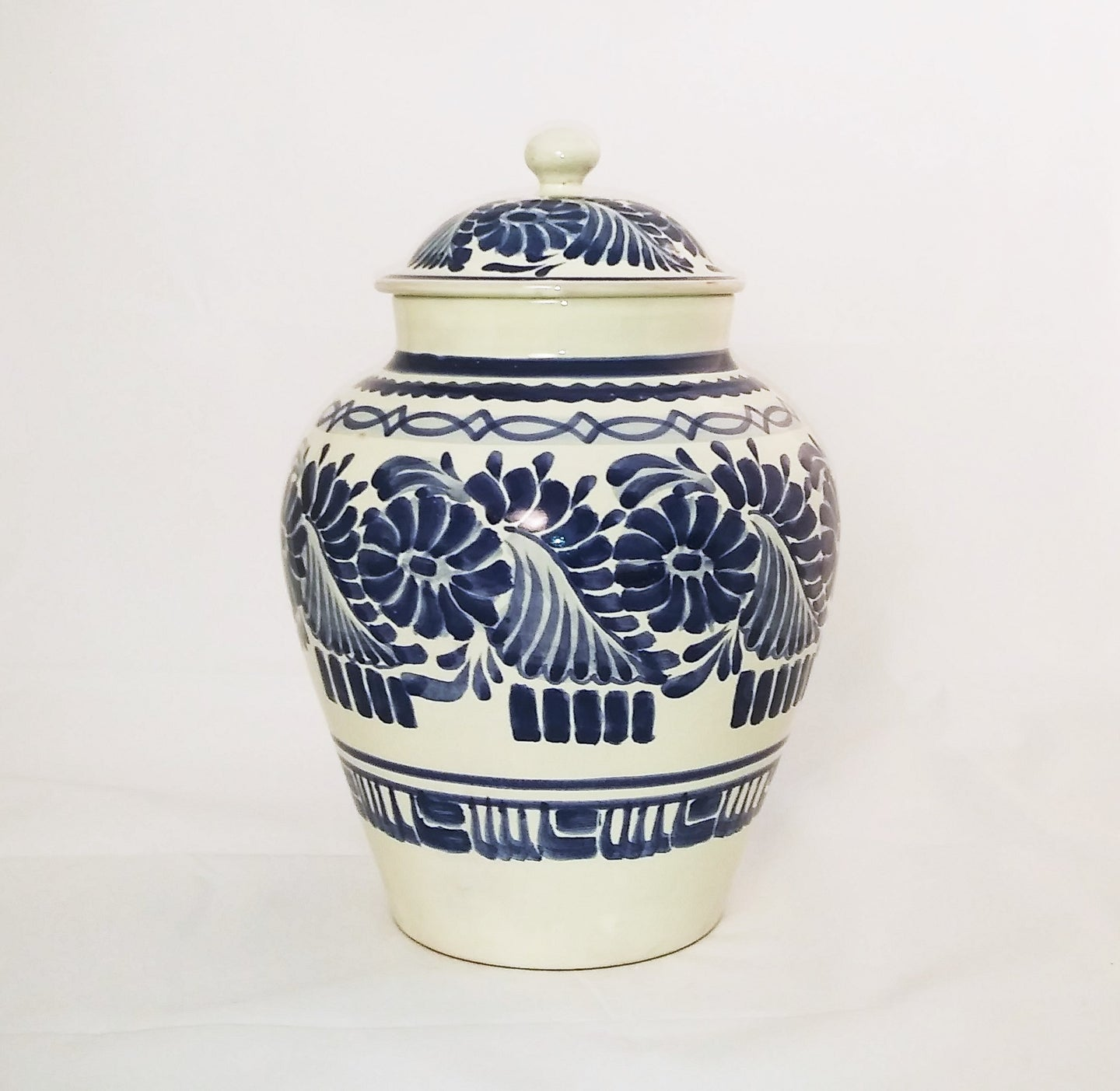 Flowers Decorative Vase w/Lid 15