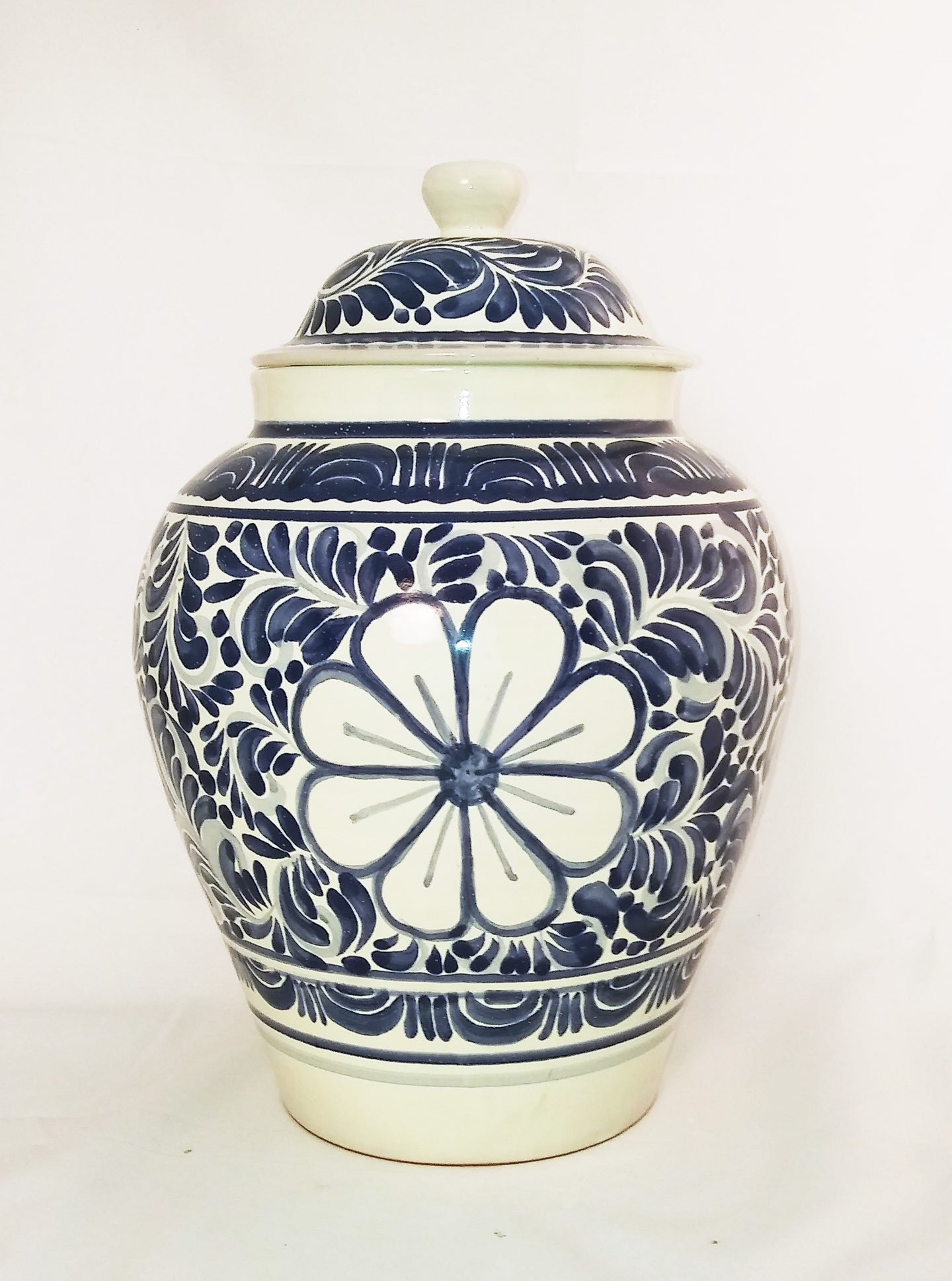 Flower Pattern Large Base w/lid 15 in H Blue and White