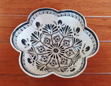 "Flower Salad Bowl 10"" D Black and white"