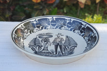 "Catrina Couple Decorative Deep Round Platter 13.8"" D Black and White"