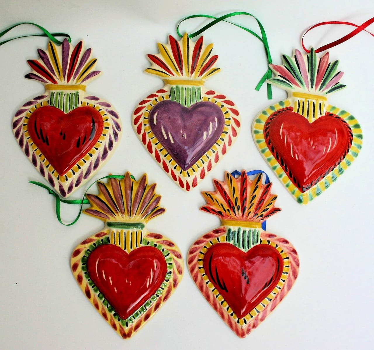 Ornament Sacred Heart Set of 5 in solid colors