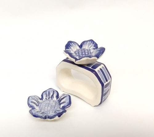 Set of 4 Rectangular Napking Ring + 4 Margarita Flower figure in Blue and White (Just Pre orders)
