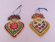 Ornament Sacred Heart Set of 2 flowers pattern