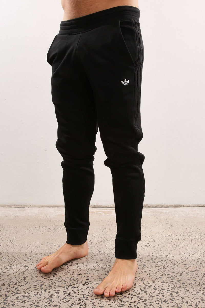 Fitted Cuffed Trackpant Black adidas - Jean Jail