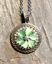 Snap Necklace with Green Heart Flower