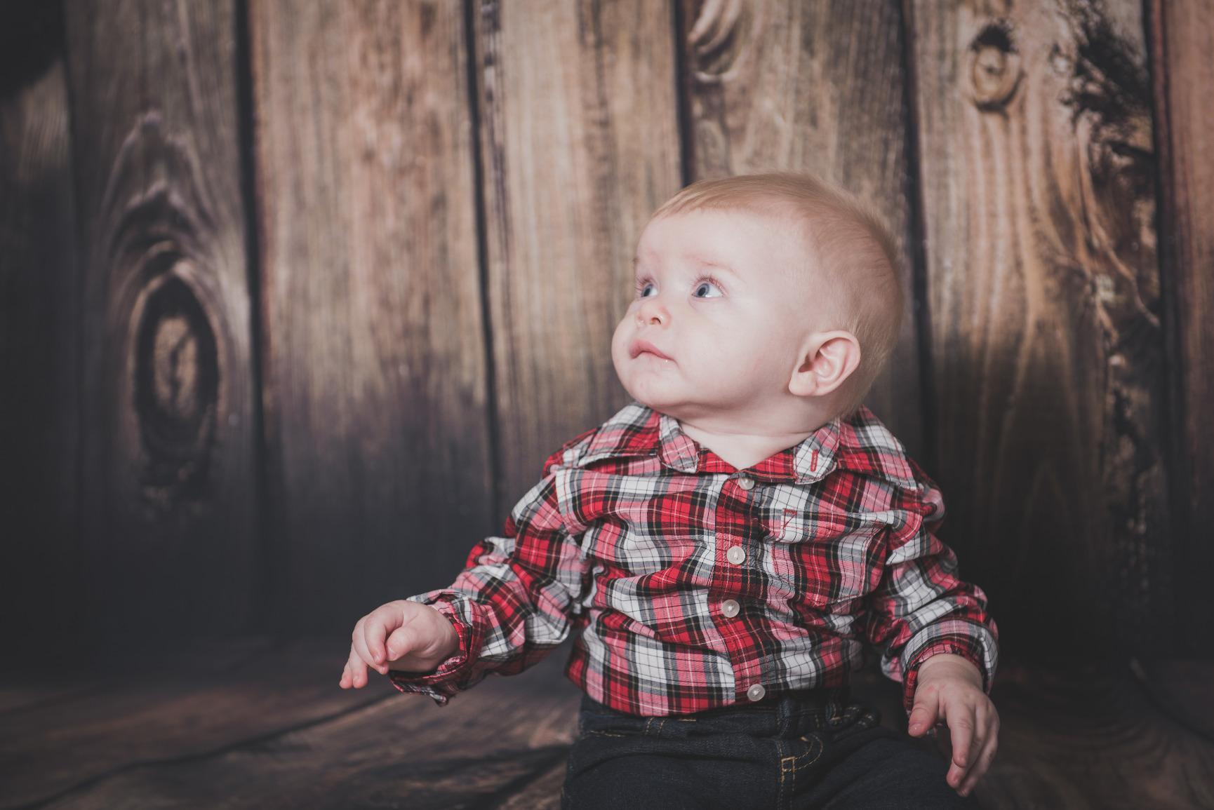 Load image into Gallery viewer, Kate Brown Wood Backdrop For Baby Newborn Photography Shoot - Kate backdrops UK