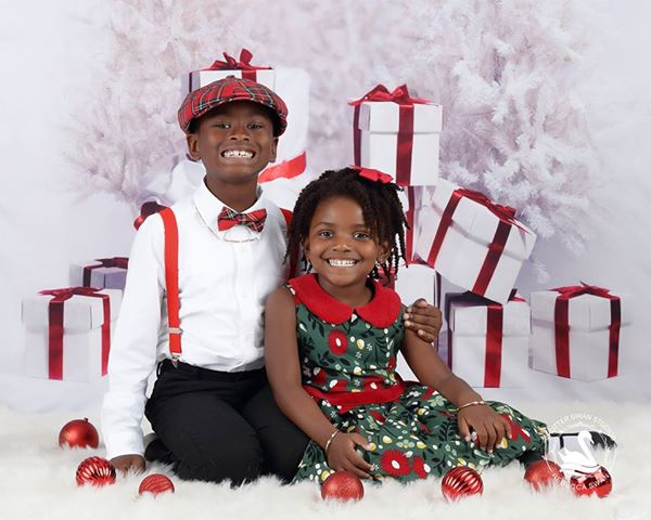Load image into Gallery viewer, Kate Gift And Snow Tree Backdrop for Christmas Photography