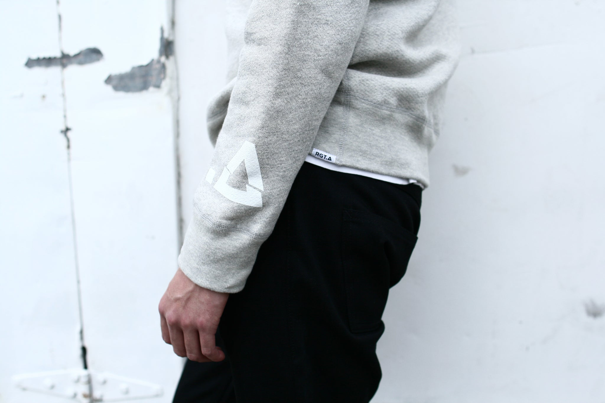Graphic Sweatshirt / Heather Grey Broken .A