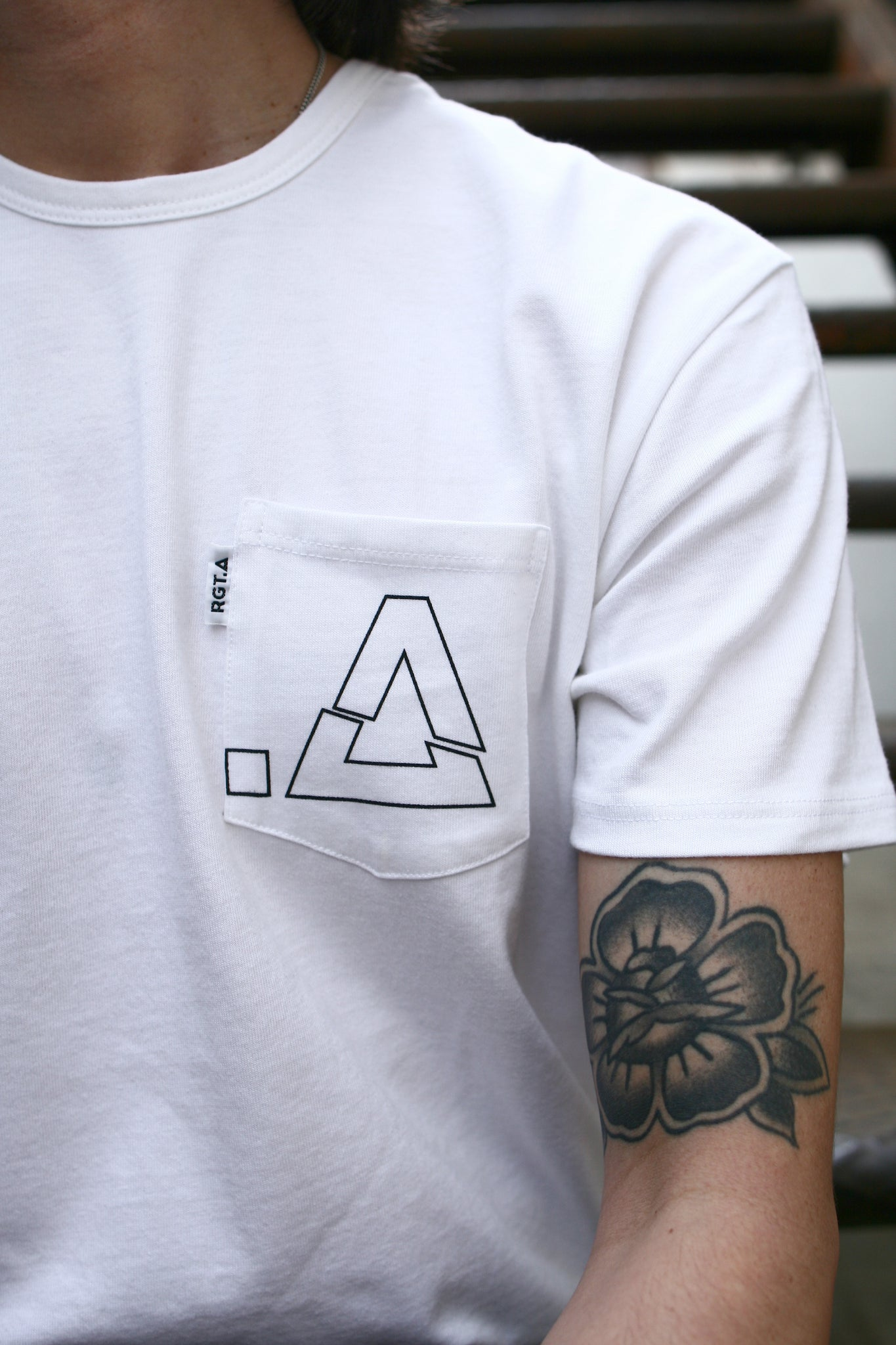 Graphic Pocket T-Shirt / White Broken .A