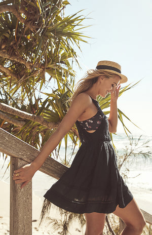 Cass Anderson Fashion Stylist Byron Bay Brooke Hogan Model