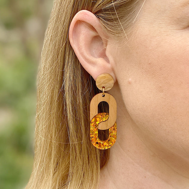 Chain Earrings - Wood / Amber