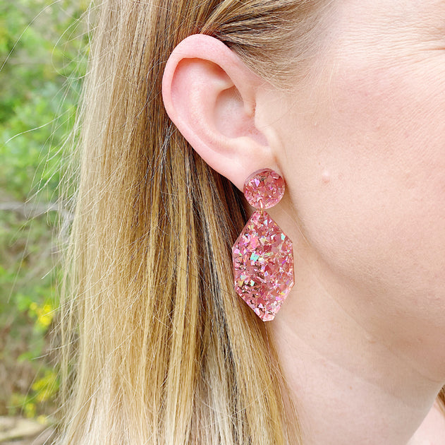Picture Of A Blonde Woman Wearing Diamond Earrings - Pink