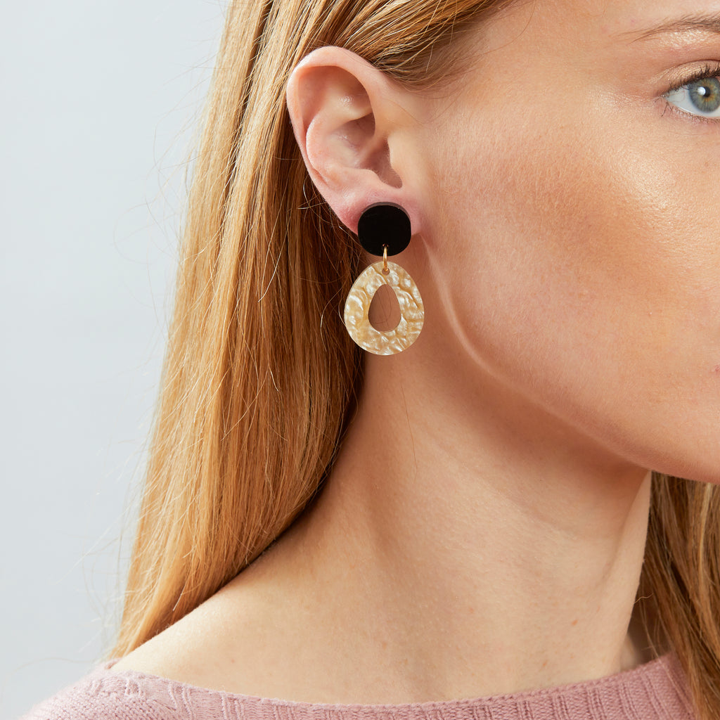 Tempest Earrings - Black / Oyster