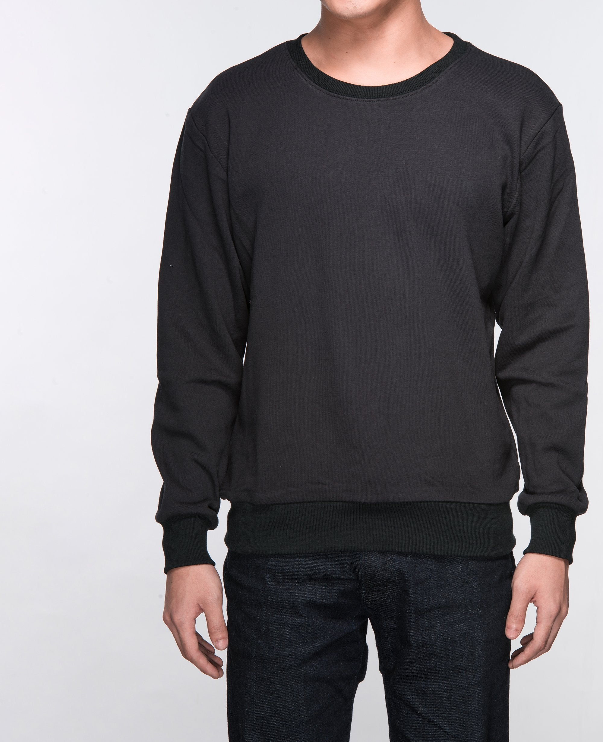 Unisex Basic Sweatshirt in Black - Sweater - BRANMA - BRANMA