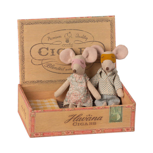 Maileg Mum and Dad mouse in Cigar Box 02