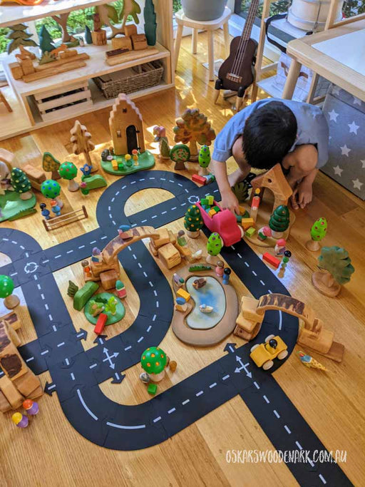 WTP43 Way to Play King of the Road rubber road set. Copyright: Oskar's Wooden Ark.