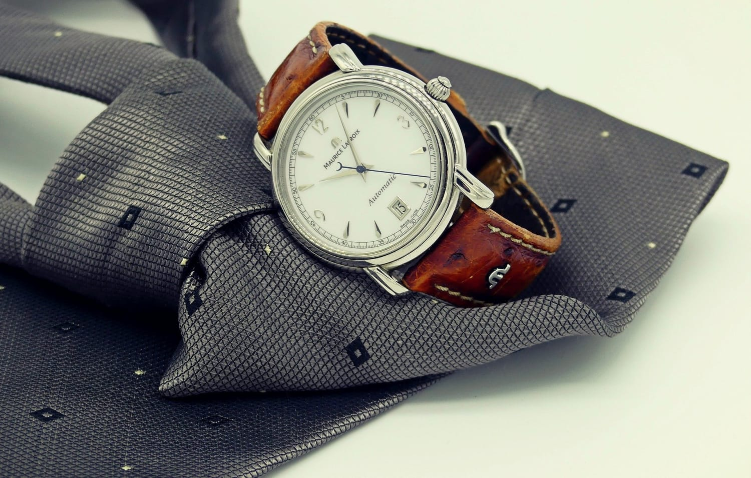 7 Reasons Why People Who Wear a Watch to Work Are More Successful!