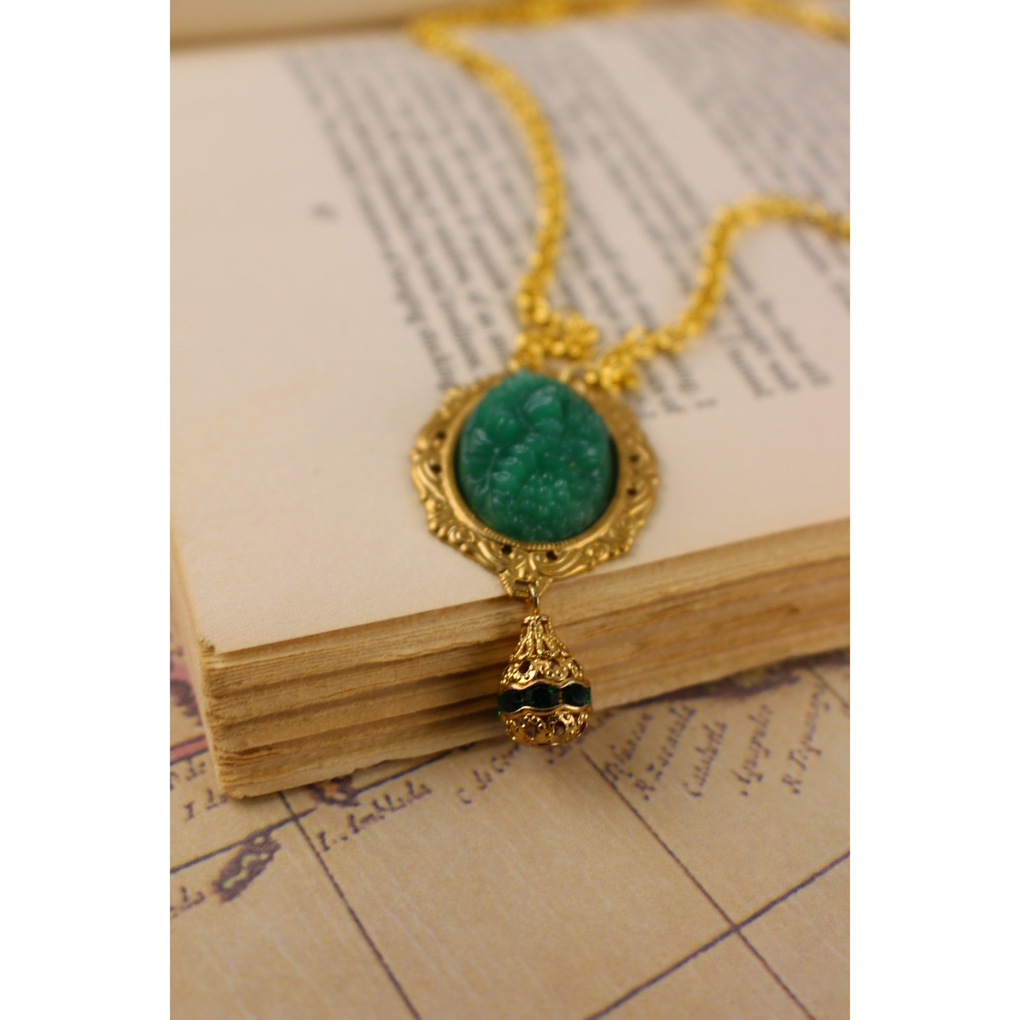 Green Cabochon Necklace