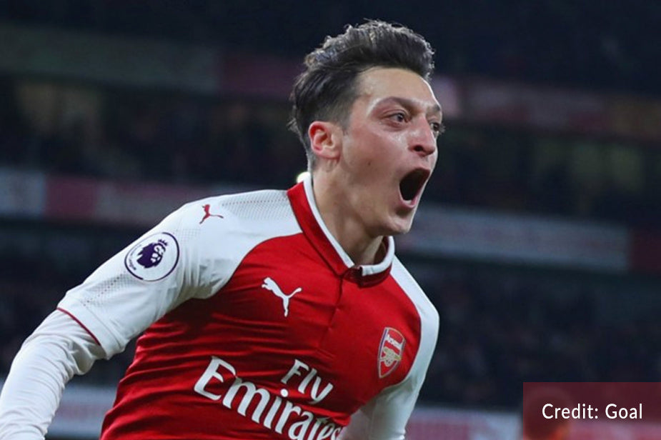 "Mesut Ozil looks ""ready to commit"" to a new Arsenal contract"