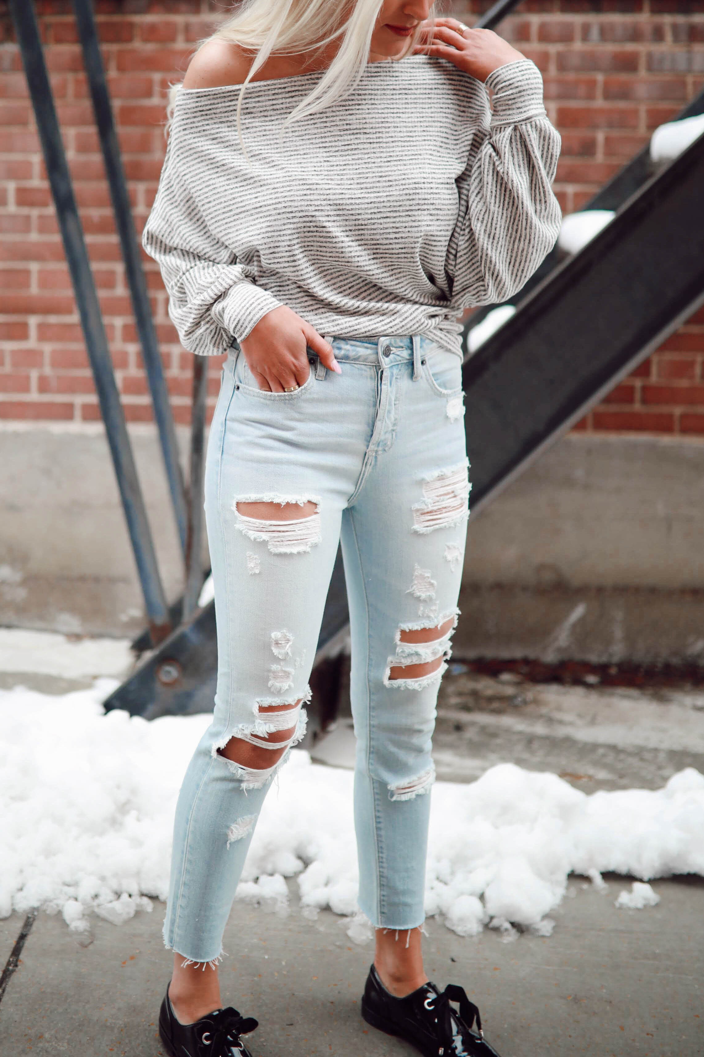 High Rise Super Light Distressed Skinny