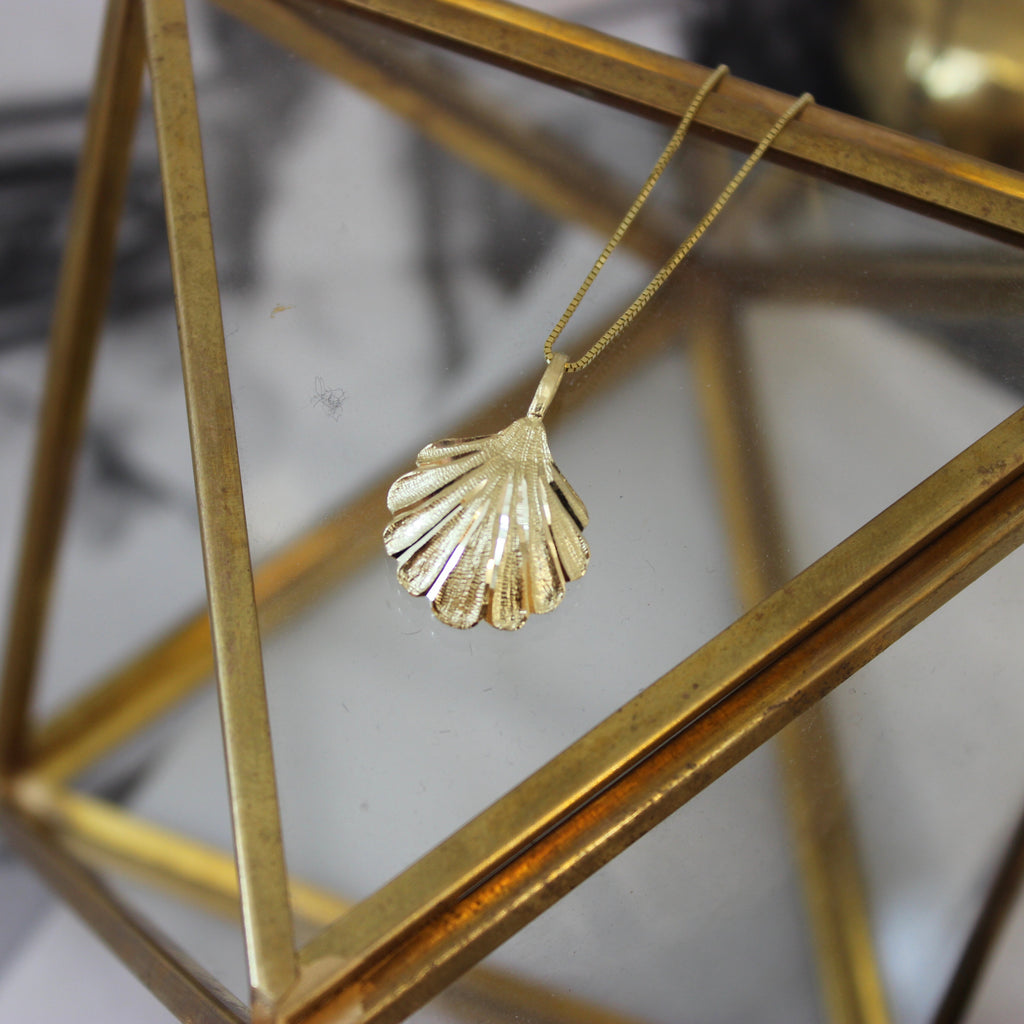 Vintage 14K Yellow Gold Large Scallop Shell Pendant