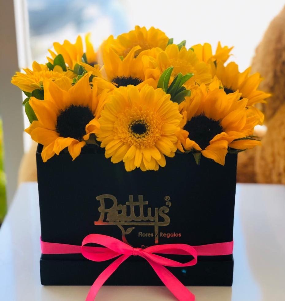Flowers box mi eterno sol. Disponible solo en caja blanca - Pattys Flores y Regalos