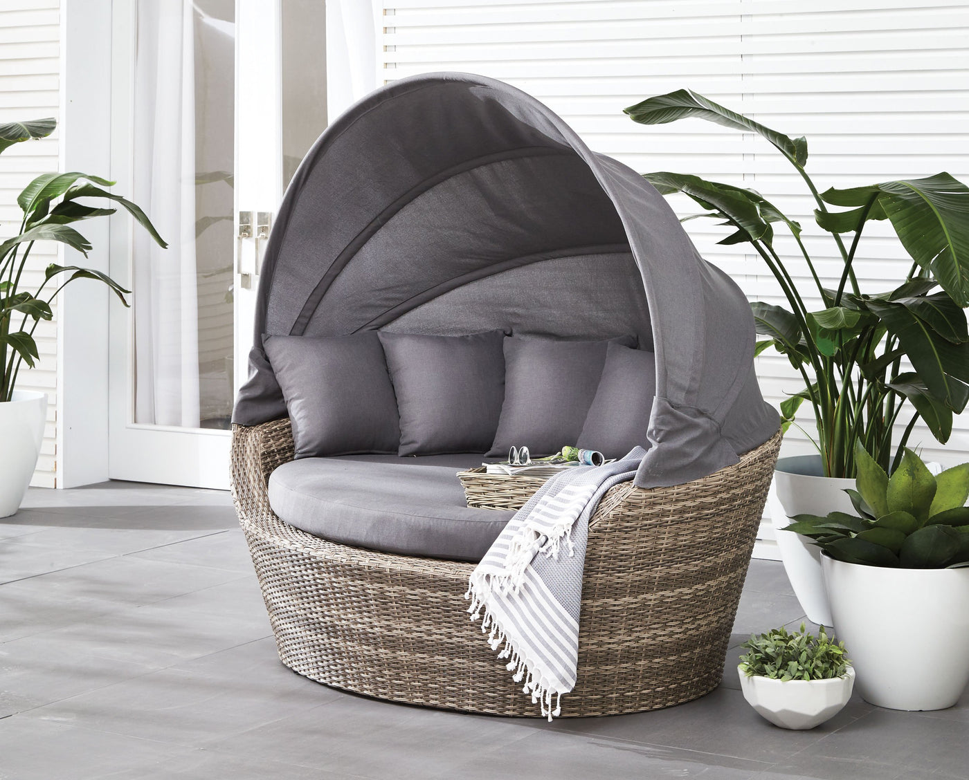Jonathan patio daybed smokey grey touch to zoom