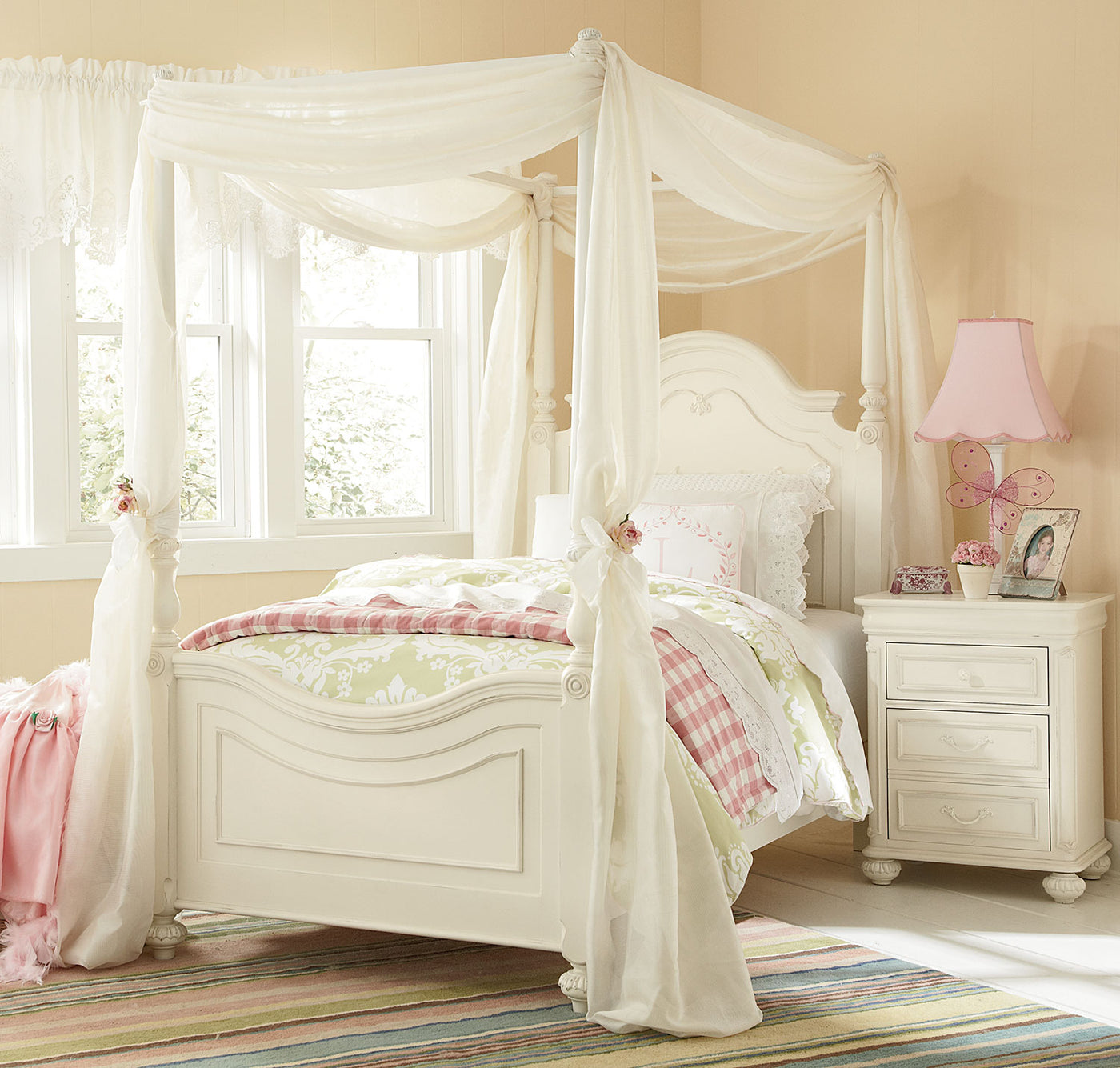 Canopy Bed.Amber Full Canopy Bed Antique White