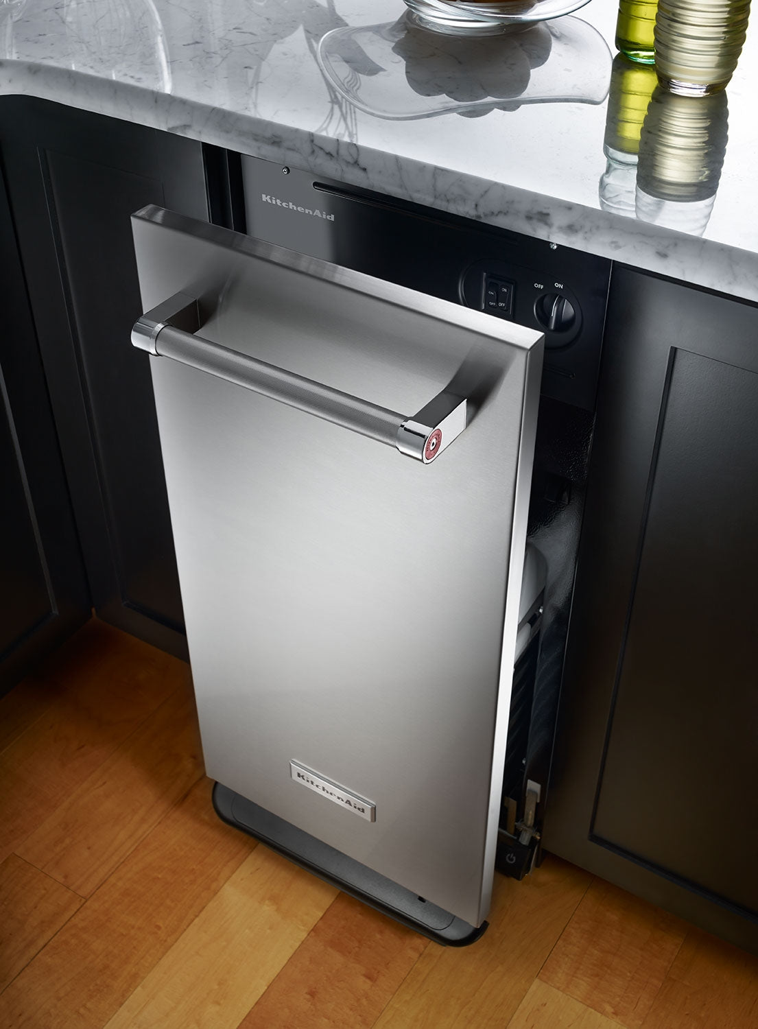 Kitchenaid 1 4 Cu Ft Built In Trash Compactor Stainless Steel