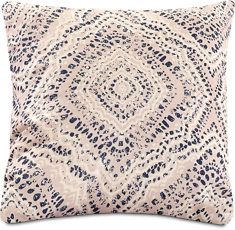 Distressed Medallion Accent Pillow – Off-White, Blue and White|Coussin décoratif médaillon vieilli - blanc cassé, bleu et blanc