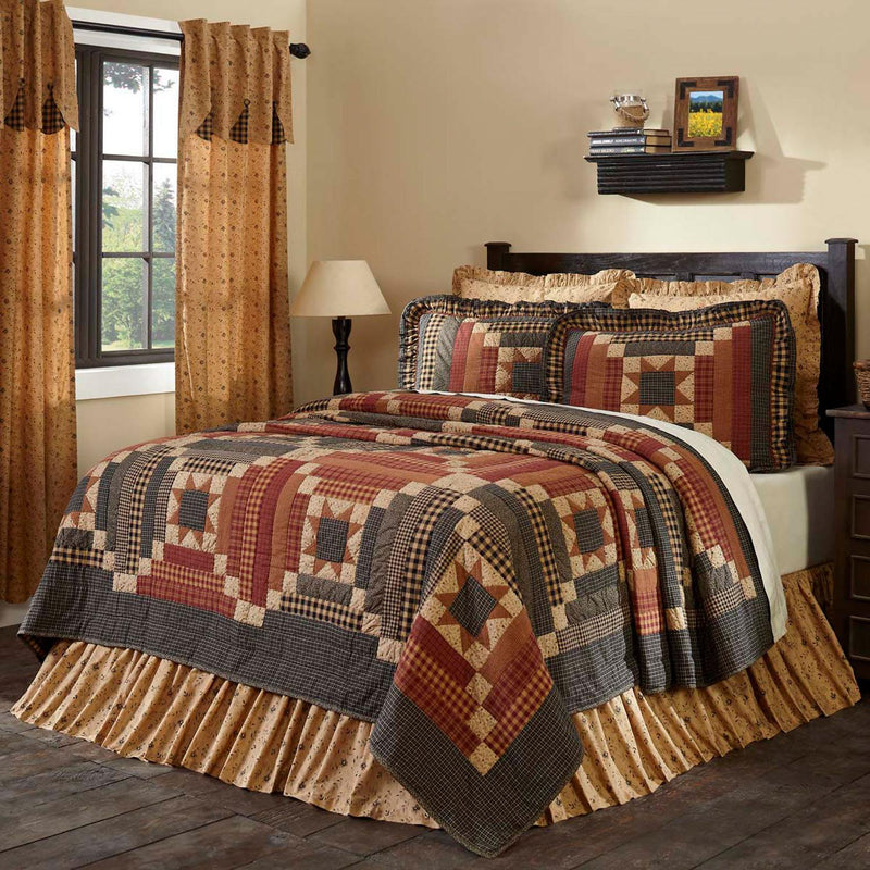 Wooddruff King Quilt - Natural/Burgundy