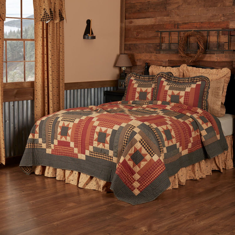 Wooddruff Queen Quilt - Natural/Burgundy