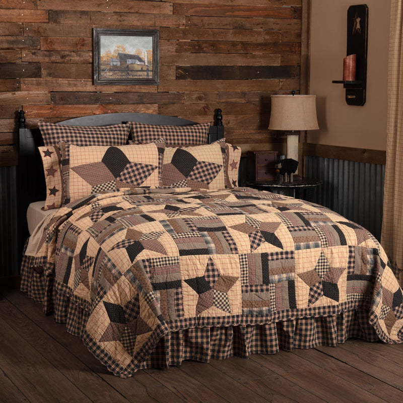 Malta Queen Quilt - Khaki/Barn Red
